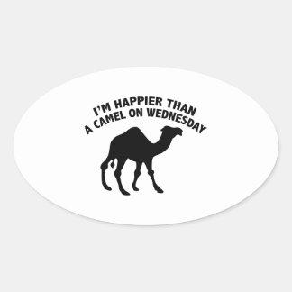 Soy más feliz que un camello el miércoles pegatina ovalada