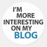 Soy más interesante en mi blog pegatina redonda