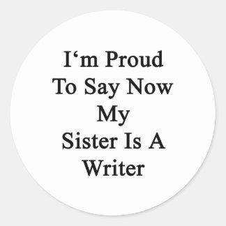 Soy orgulloso que ahora decir mi hermana es pegatina redonda