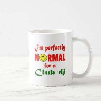 Soy perfectamente normal para un club DJ Taza Básica Blanca