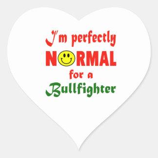 Soy perfectamente normal para un torero pegatina en forma de corazón