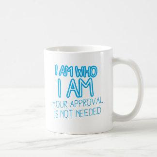 ¡Soy quién soy su aprobación no soy necesario! Taza Clásica