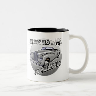Soy regalos 75.os de un cumpleaños clásicos taza de café de dos colores