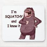 Soy SQUATCHY Y LO SÉ - logotipo divertido de Bigfo Alfombrilla De Ratones