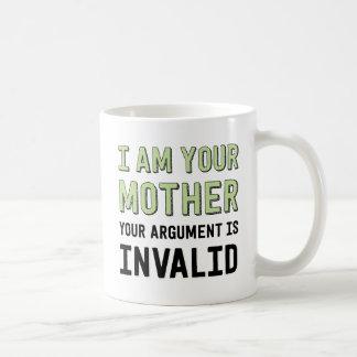 Soy su madre que su discusión es inválida taza básica blanca