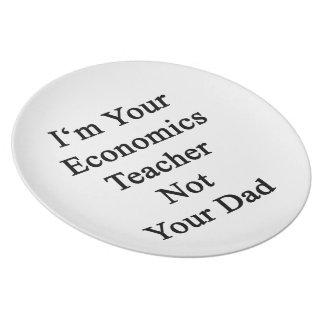 Soy su profesor de la economía no su papá plato de cena