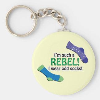 ¡Soy tal rebelde, yo llevo calcetines impares! Llavero Redondo Tipo Pin