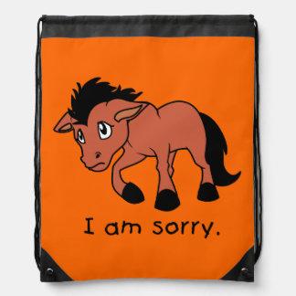 Soy taza joven gritadora triste del caballo del mochila