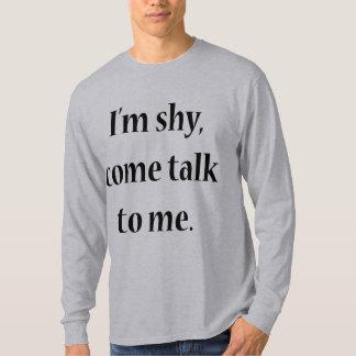 Soy tímido, vengo charla a mí playera