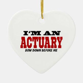 Soy un actuario arqueo abajo antes de mí adorno navideño de cerámica en forma de corazón