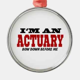Soy un actuario arqueo abajo antes de mí adorno navideño redondo de metal