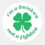 Soy un bebedor no un combatiente etiquetas redondas
