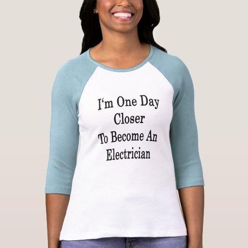 Soy un día más cercano a hago electricista camiseta