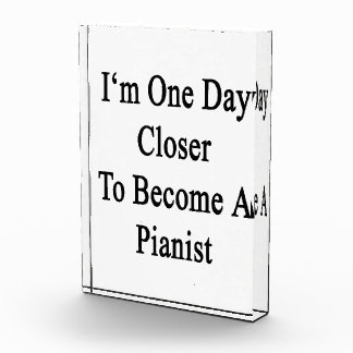Soy un día más cercano a hago pianista