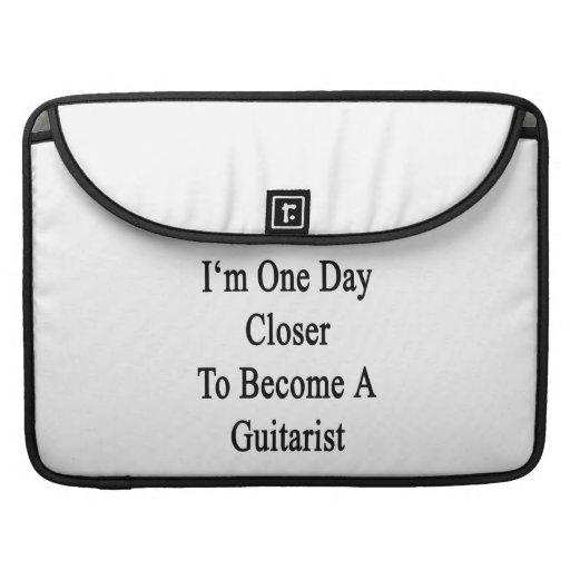 Soy un día más cercano a hago un guitarrista funda para macbooks