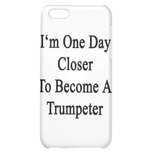 Soy un día más cercano a hago un trompetista