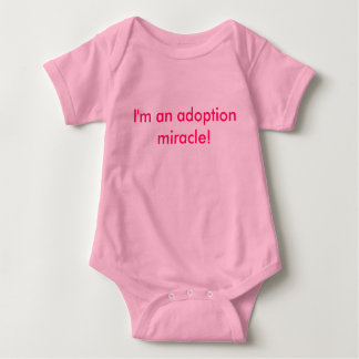 ¡Soy un milagro de la adopción! Playera