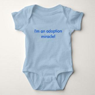 ¡Soy un milagro de la adopción! Remera