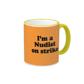 Soy un nudista en huelga tazas de café
