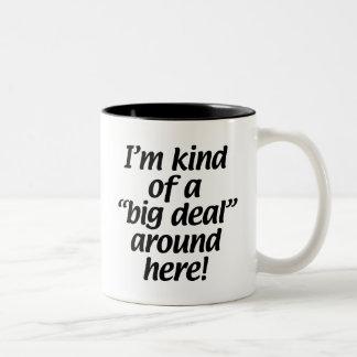 Soy un poco una gran cosa alrededor de aquí taza de café de dos colores