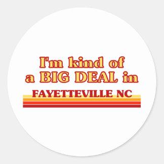 Soy un poco una GRAN COSA en Fayetteville Pegatina Redonda