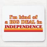 Soy un poco una GRAN COSA en independencia Alfombrillas De Ratón