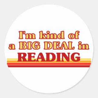 Soy un poco una GRAN COSA en la lectura Pegatina Redonda