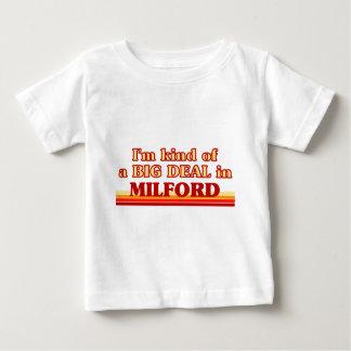 Soy un poco una GRAN COSA en Milford T-shirts