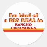 Soy un poco una GRAN COSA en Rancho Cucamonga Pegatina Redonda