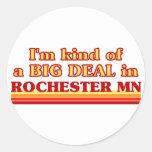 Soy un poco una GRAN COSA en Rochester Pegatinas Redondas