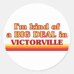 Soy un poco una GRAN COSA en Victorville Pegatina Redonda