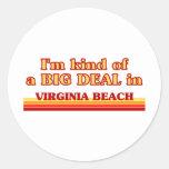 Soy un poco una GRAN COSA en Virginia Beach Pegatina Redonda