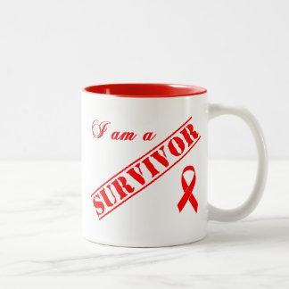 Soy un superviviente - cinta roja taza dos tonos