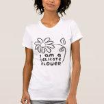 Soy una flor delicada camisetas