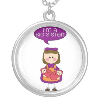 soy una hermana grande (las hermanas gemelas) collar plateado