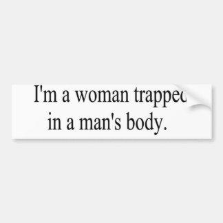 Soy una mujer atrapada en el bumpersticker del cue pegatina para auto