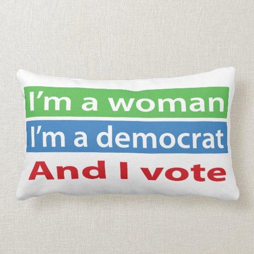 ¡Soy una mujer, soy un Demócrata, y voto! Cojin