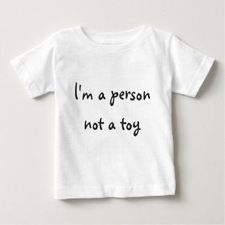 Soy una persona, no un juguete playera de bebé