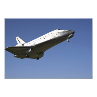 Space shuttle Atlantis approaching Runway 33 2 Photo Print