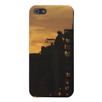 Space Shuttle Atlantis on the launch pad iPhone SE/5/5s Case