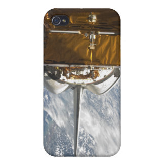 Space Shuttle Atlantis' payload bay backdropped iPhone 4/4S Case