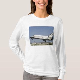 Space Shuttle Atlantis prepares for landing T-Shirt