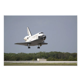 Space Shuttle Discovery approaches landing 2 Photo Print