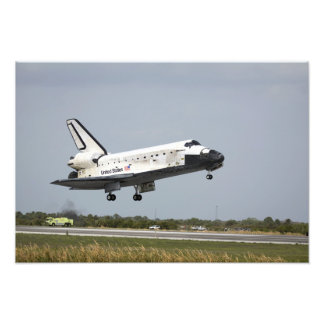 Space Shuttle Discovery approaches landing 3 Photo Print