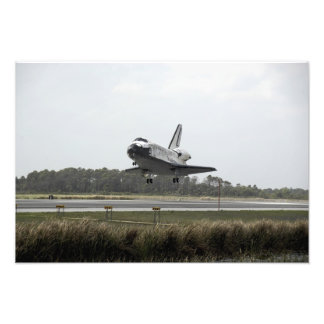 Space Shuttle Discovery approaches landing Photo Print