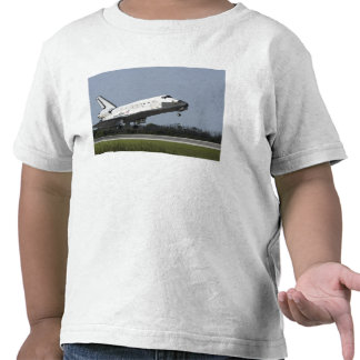 Space shuttle Discovery lands on Runway 33 2 T-shirt