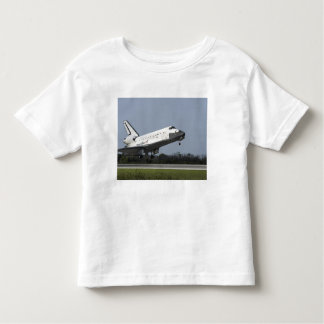 Space shuttle Discovery lands on Runway 33 2 Tshirt