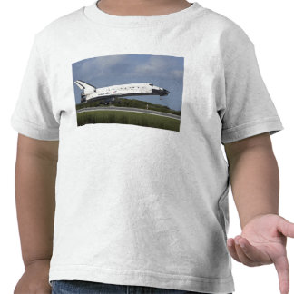 Space shuttle Discovery lands on Runway 33 3 Tshirt
