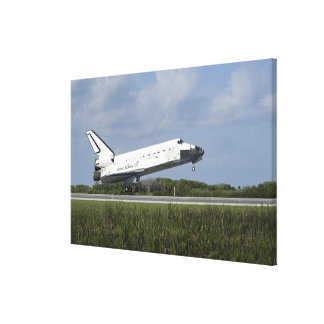 Space shuttle Discovery lands on Runway 33 Canvas Print