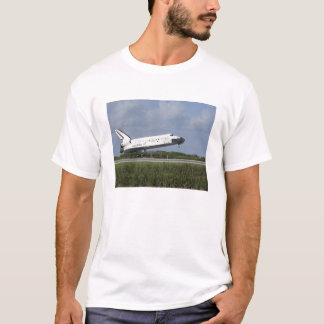 Space shuttle Discovery lands on Runway 33 T-Shirt